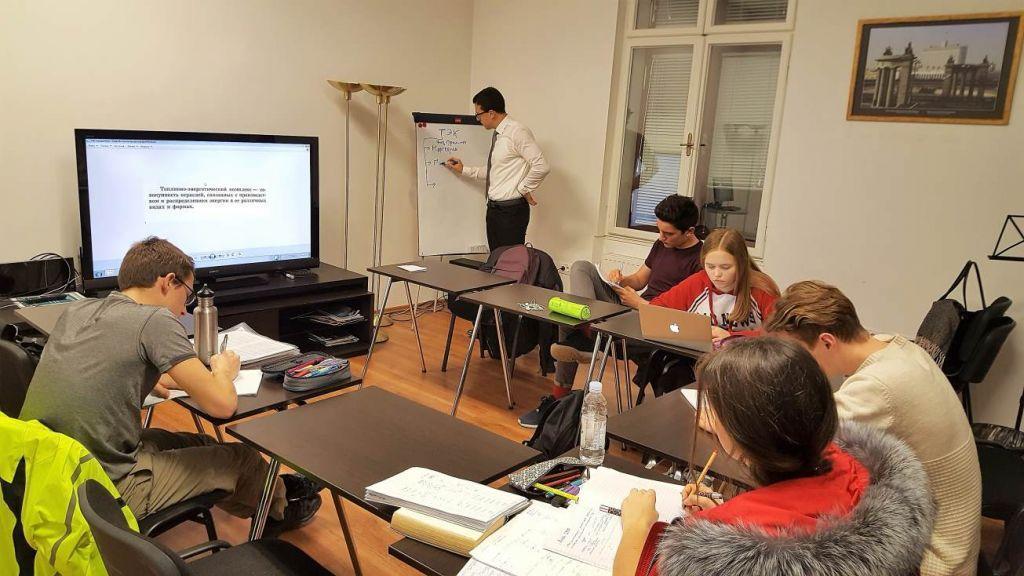 Урок экономической географии в Русской школе